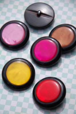 Licorice Allsorts 60L Shank Button  x 1
