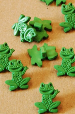38-3525 green frog button x 3