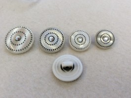 16-0507 White Pearlised 'Gem' Shank Button