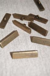 04-A999 44L Oxy Brass Shank Button