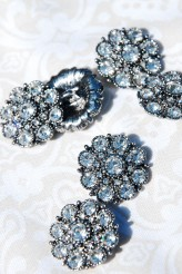 Diamante Flower Shank Button - 22mm x 1