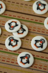63-A2961 24L Penguin Button