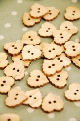 27-B175 32L Wooden Buttons