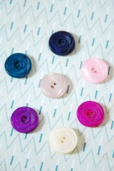 Small Pearly Deco Rose Round Button x 1