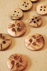 40-5532 wooden hot cross button
