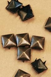 Square Pyramid - Claw Back Stud - 16mm - 63-X9983