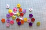 14-04078  18L Flower Button x 8