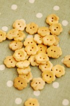 27-E2400 12mm Wooden Flower Buttons x 10