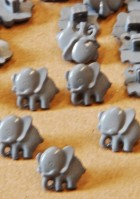 38-2976 grey elephant button x 1