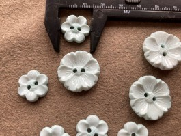 03-2127 Pale Aqua Flower Button x 5