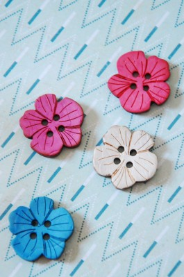 Coloured Flower Coconut Button x 1