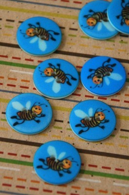 63-A1961 24L Bee Button