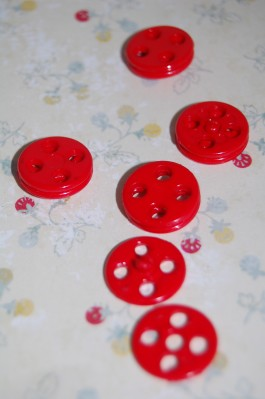 19-B667 Red Popper/ snap fastener