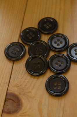 15-001 Basic Black Button 36L / 23mm
