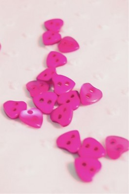 40-2356 16L Fuchsia Heart Button x 100