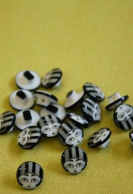 40-50058 20L Flapper Girl Shank Buttons x 100
