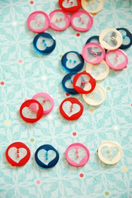63-16561 24L Heart Button  x 1