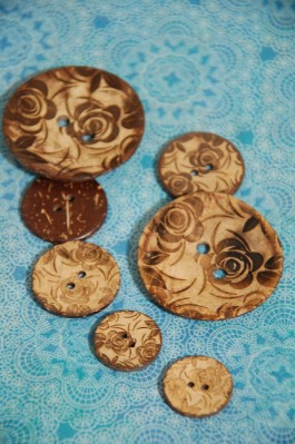 63-33061 Floral Lasered Coconut Button
