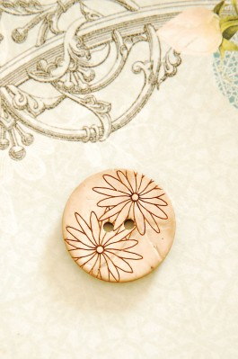 63-53761 40L Coconut Daisy Button