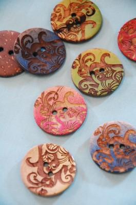 63-94561 48L Floral Coconut Button