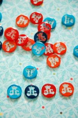 63-95561 24L Teddy Bear Buttons x 1