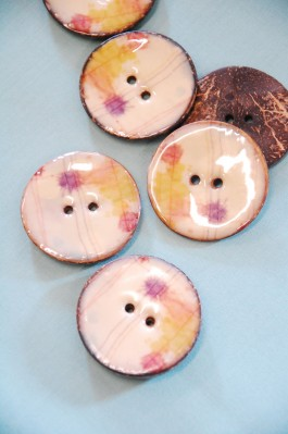 Lacquered Coconut Button - 63-A0931 64L  x 3