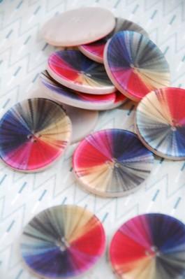 63-A4241 54L Rainbow Buttons x 1