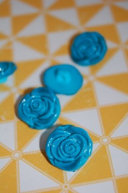 63-S2732 30L Turquoise Rose Shank Button x 1