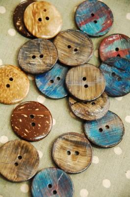 63-X9154 48L Painted Coconut Button