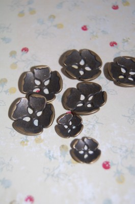63-Z3222 Antique Brass Flower Button  VERY LIMITED STOCK