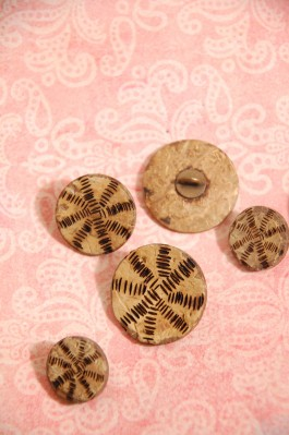70-14566 Lasered Coconut Shank Buttons