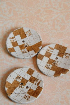 White Chequer Coconut Button x 1