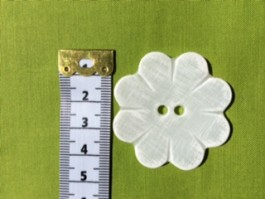 14-BC10007   70L WHITE FLOWER Button x 1