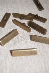 44L Oxy Brass Shank Button x 1 Retail