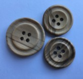 09-8525 Ringed Dish  Wooden Buttons  VERY LIMITED STOCK