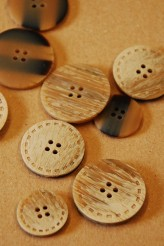 40-50616 brown stitched button x 1