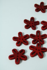 40-50761 36L Burgundy Loopy Flower Button x 5