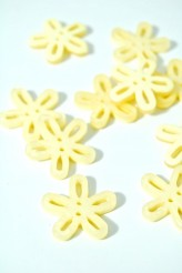 40-50761 36L Lemon Loopy Flower Button x 5
