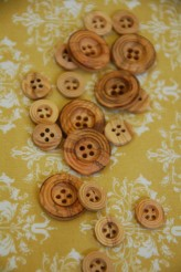 40-5568 Wooden Button x 1