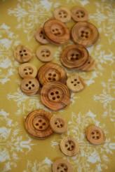 40-5568 Wooden Button x 1