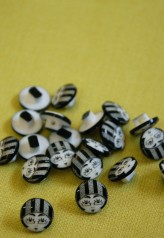 40-50058 20L Flapper Girl Shank Buttons  x 10