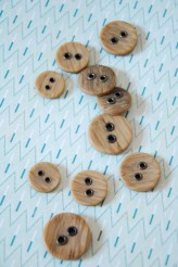 Imitation Wood Eyelet Buttons x 1