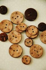 63-44561 Coconut Swirls Button x 1