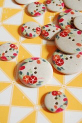 63-A1221 Printed Flower Button x 1