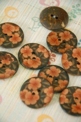 63-A6041 48L Floral Coconut Button