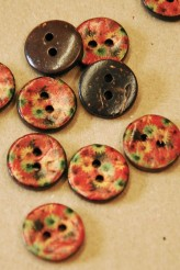 70-A7041 24L Floral Printed Coconut Button x 1