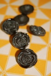 63-S2732 30L Grey Rose Shank Button x 1