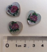 14-04004  28L Heart Shell Button x 1