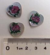 14-04004  28L Heart Shell Button x 1